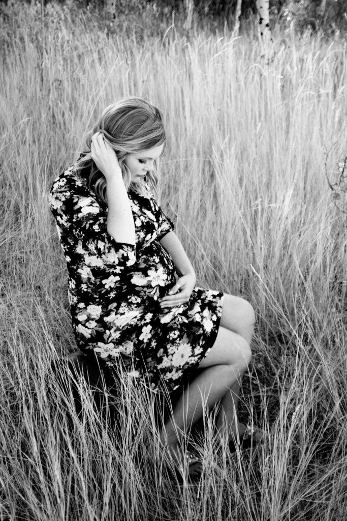 black and white maternity photo on thebombshellinitiative.com